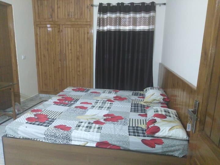 Home/Room/Studio/Apartment/Dehradun/Hari Sharanam