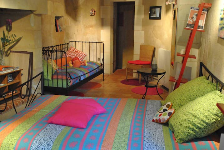 Chambre semi-troglo de Montsabert - Coutures - Bed & Breakfast