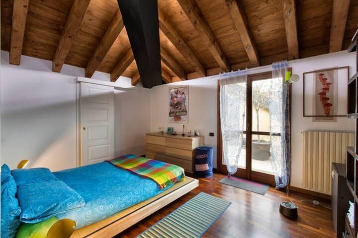 Sunny attic near Milano (Double room) - Corbetta - Flat