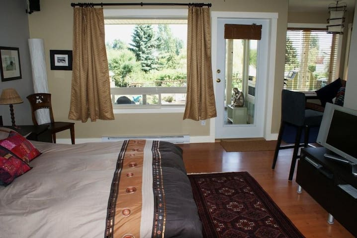 Amata Guest Retreat - Rental Suite - Salt Spring Island - Leilighet