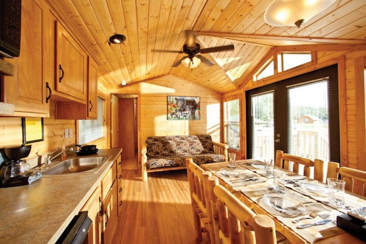 Cooperstown KOA Campground Deluxe Lodges - Richfield Springs - Kabin