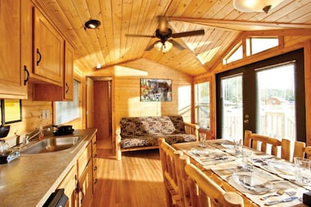 Cooperstown KOA Campground Deluxe Lodges - Richfield Springs - Cabin