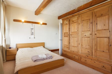 1 Double Bed-Sleeps up to 2 people - Golcar