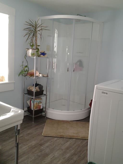 Spacious shower, laundry facility