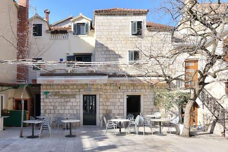 Charming Dalmatian stone house 1 - โอมิส