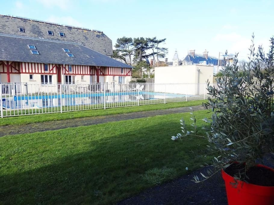 Duplex bord de mer jardin piscine maisons louer for Camping basse normandie bord de mer avec piscine