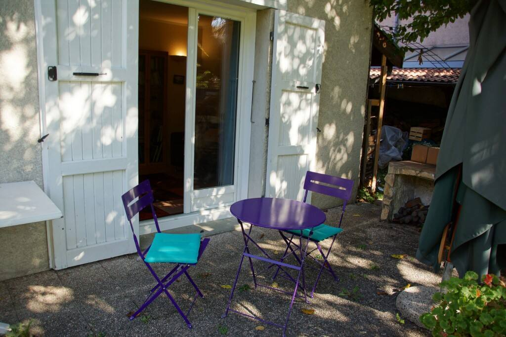 Guéridon et chaises