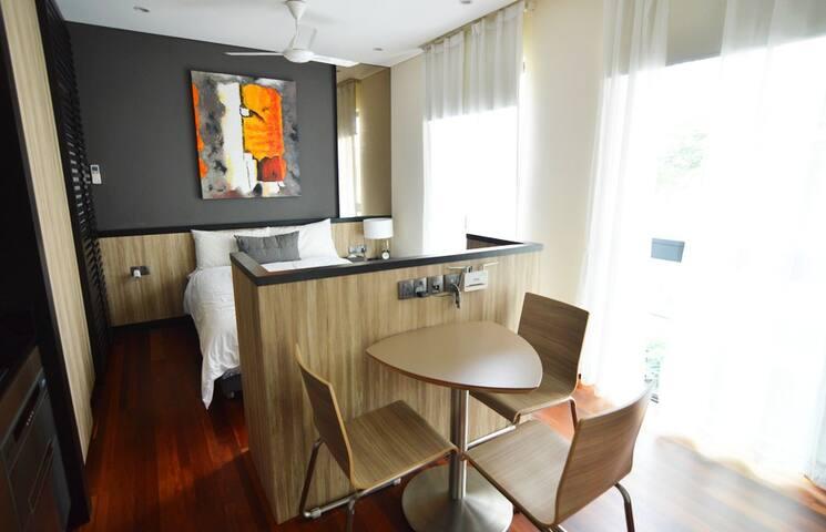 C studio - Modern house in the East