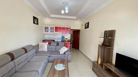 Budget Friendly Entire Apartment. 3.3KM to Airport