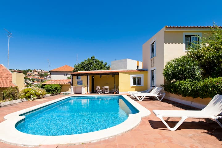 Little house w/ pool close to beach - Oeiras - House