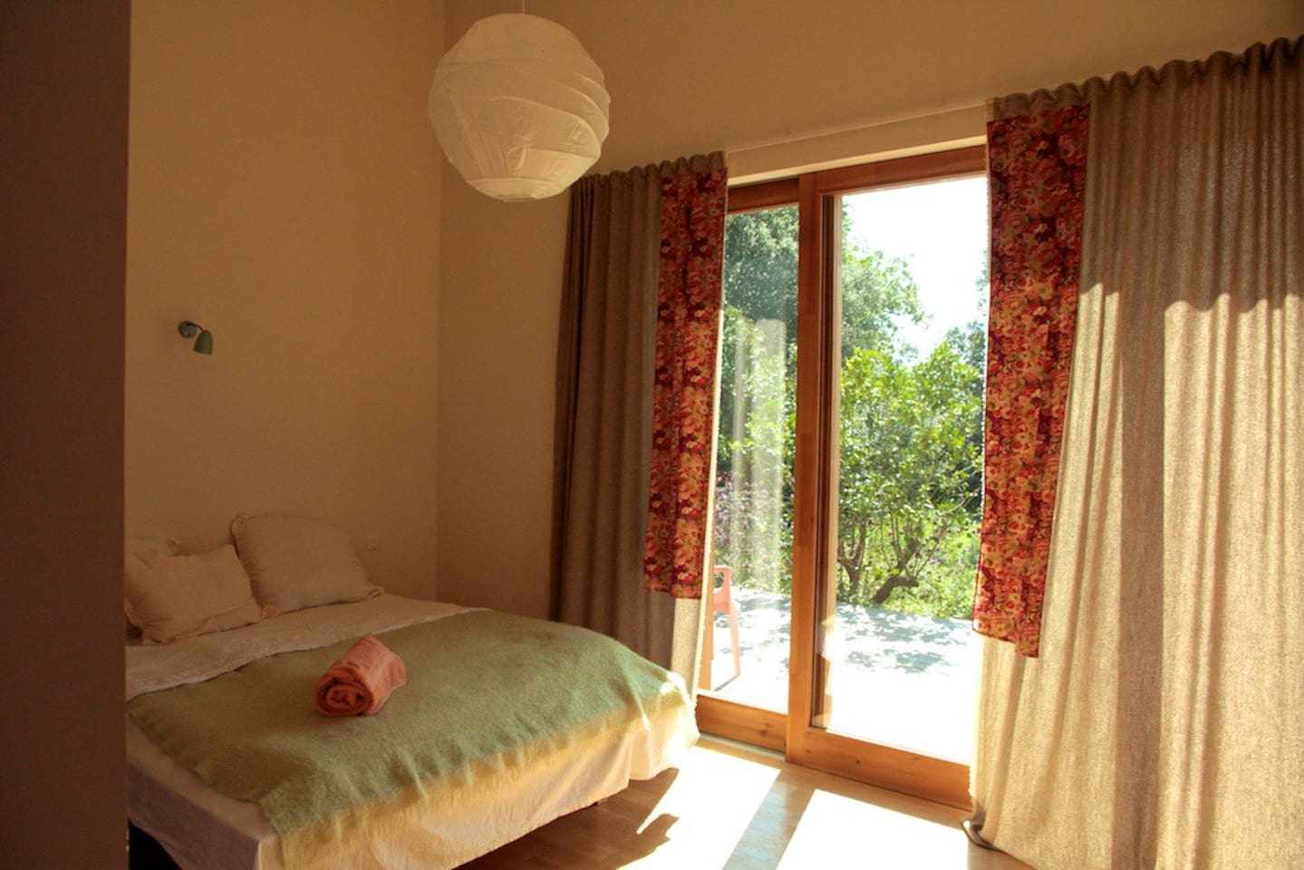 Independent room in Uzes with private bathroom