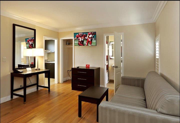 Monterey ! 1  Queen Suites w/Kitchen & Sofa-bed