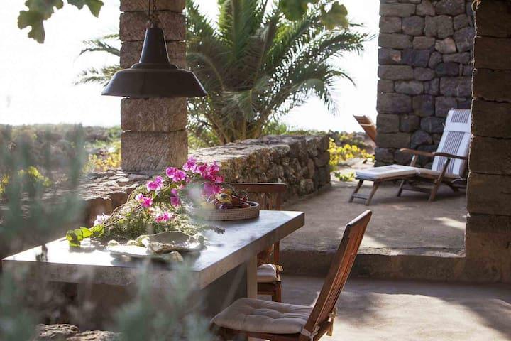 DAMMUSO GELSO, romantic hideaway - Pantelleria