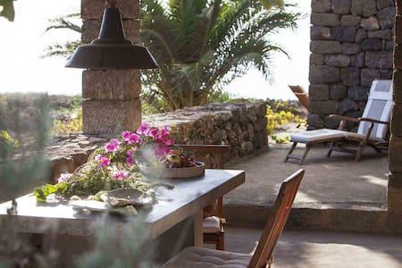 DAMMUSO GELSO, romantic hideaway - Pantelleria - Otros