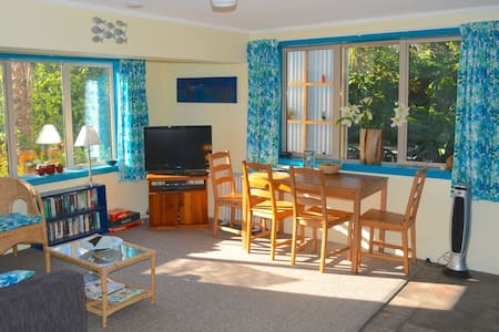 Gorgeous retreat in central Raglan - Raglan