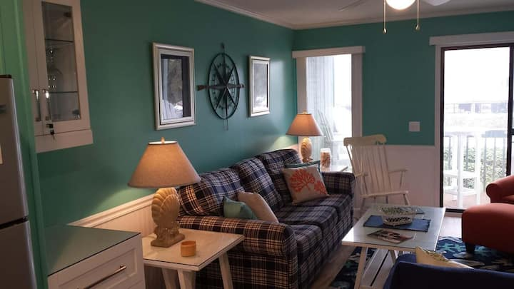 """CottageVacations4u """"Sea Life"""" OCEAN FRONT-pool-newly renovated"""