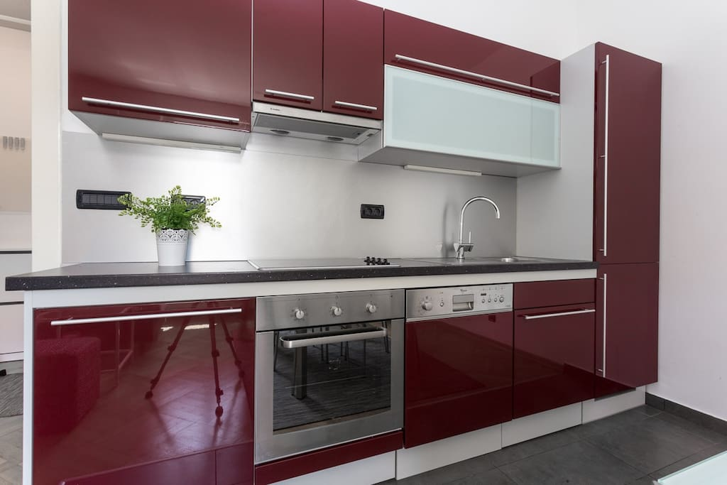 Fully equipped kitchen with oven, dishwasher...