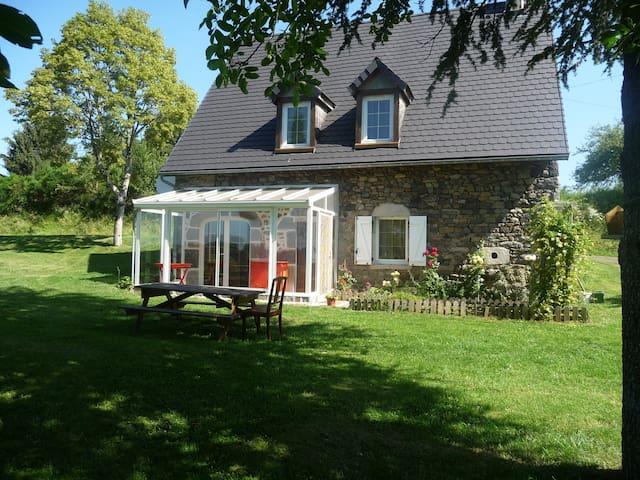 Maison dans le massif du Sancy - Larodde - House