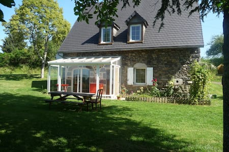 Maison dans le massif du Sancy - Larodde - 一軒家