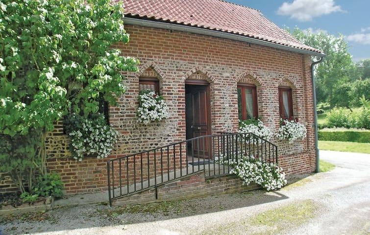Cottage in a traditional rural French village - Embry - House