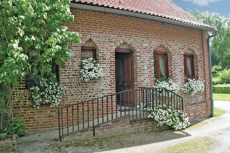 Cottage in a traditional rural French village - Embry - Casa