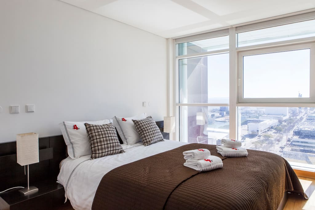 Lisbon 17th floor river view apartment in expo flats for for 100 floors 17th floor