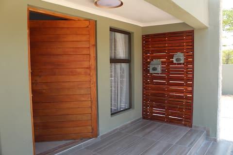 Villa 13, Maun