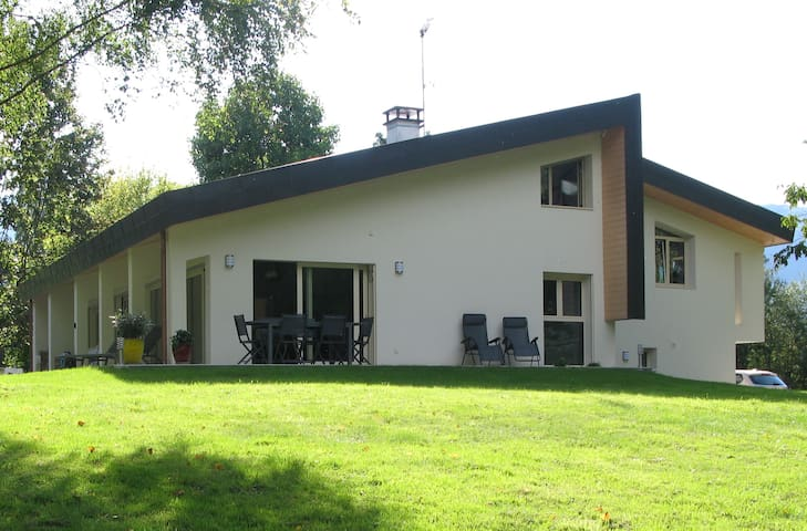 Modern villa by the Lake Annecy - Saint-Jorioz - Bed & Breakfast