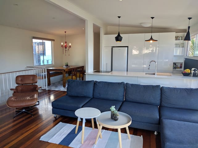 Funky Beach House 50m to beach & cafes-Pet friendl - Tugun - บ้าน