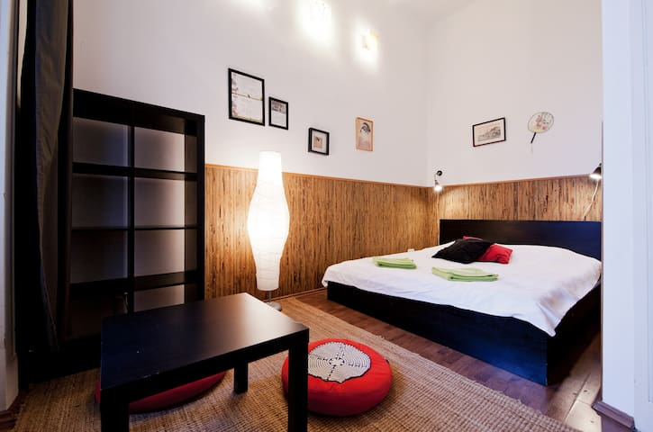 "Aventura Hostel ""Japan"" double room - Budapest - Bed & Breakfast"