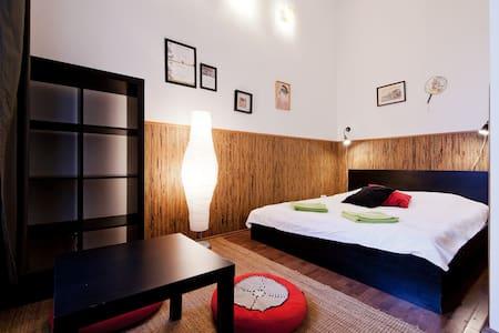 "Aventura Hostel ""Japan"" double room - Budapest - Bed & Breakfast"