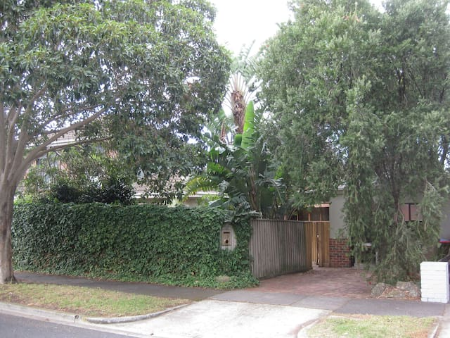 Family friendly centrally located. - Brighton East - Hus