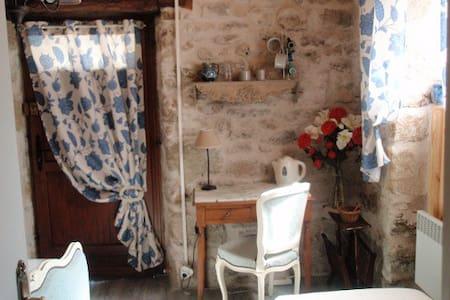 Chambre indépendante avec petit déj ou cuisine - Saint-Julien-Maumont
