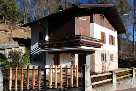 House in the woods in the Dolomites - Varena - Haus