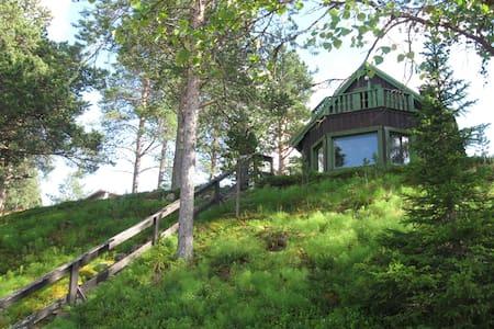 Cozy Cabin, 10 min walk to Icehotel - 基律納(Kiruna)
