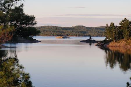 McGregor Bay Heritage Log Lodge - Island