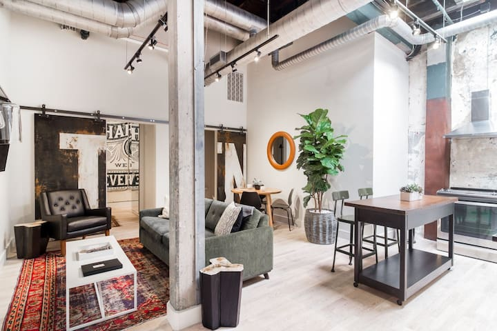 506 LOFTS(303)2 blocks 2 Broadway+Airbnb Superhost
