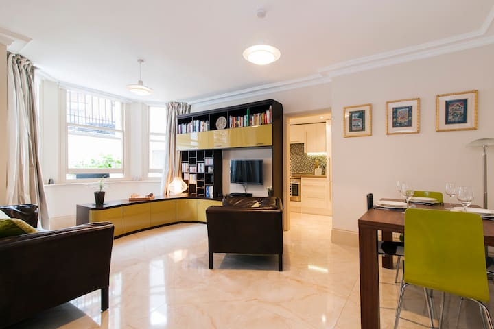 Luxury 2 Bed Apt in Knightsbridge