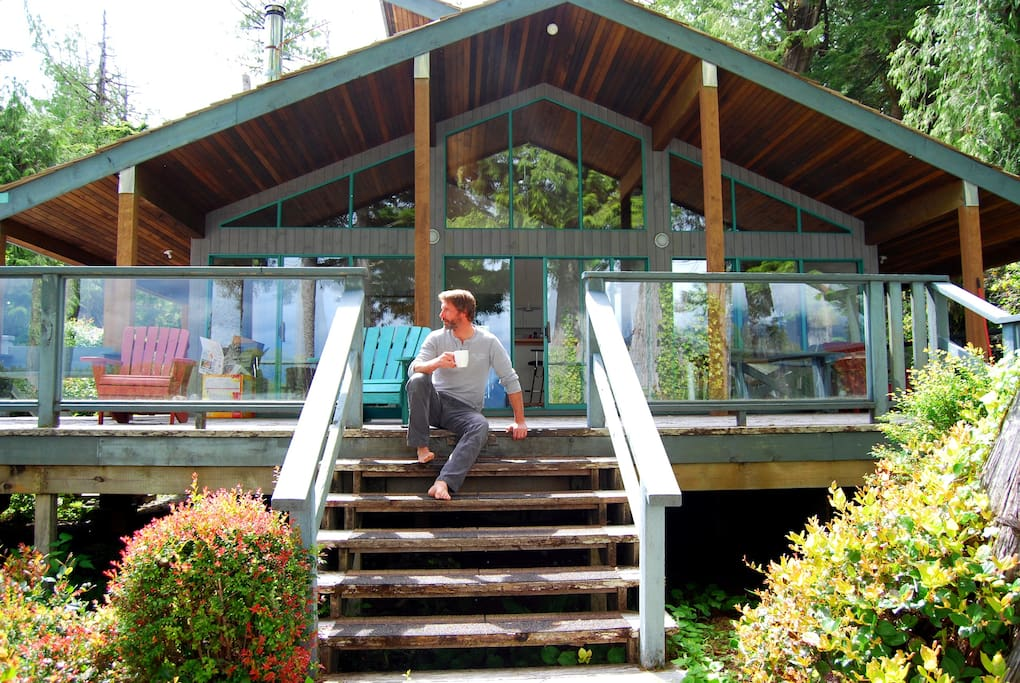 Classic A-frame cedar house, a home for your stay