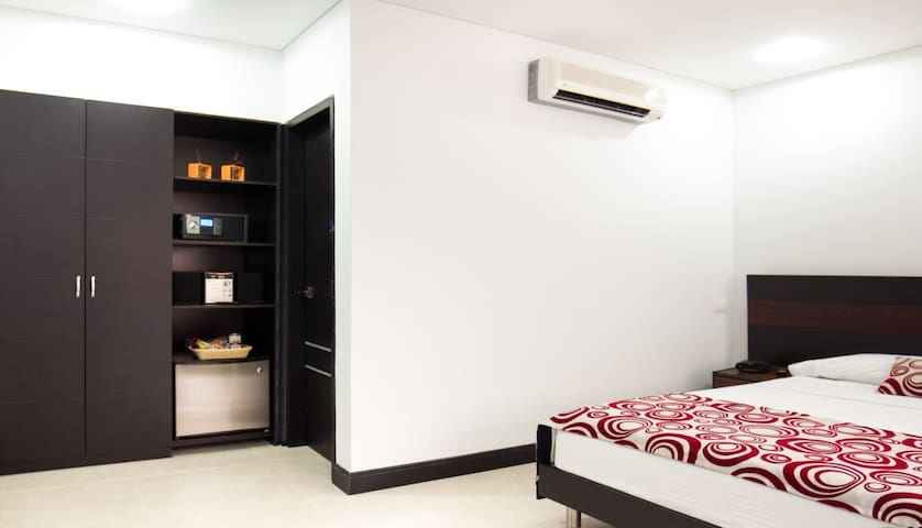 Great Room With Bath In Great, Classic Apartment - Medellín - อพาร์ทเมนท์