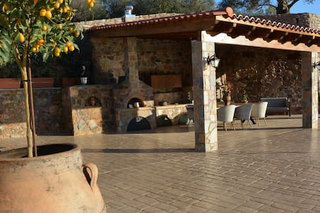 Epimenidis House Heated Pool - Nteres - Huvila