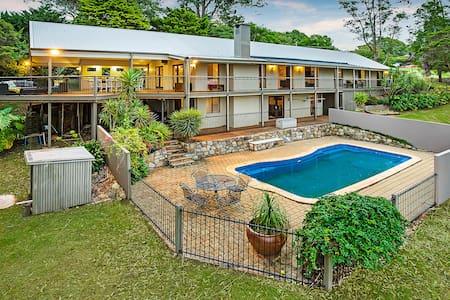 Massive Home, Range View, huge deck,pool, Netflix