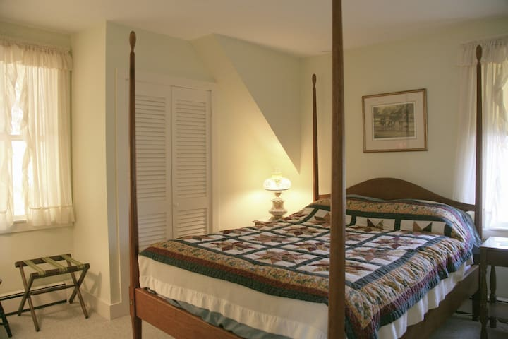 The Country Comfort Room - Brookline - Bed & Breakfast