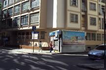 Building with 24 hour doormen. Restaurants, bars, banks, drugstores and supermarkets on the same street and adjacent./ Prédio com portaria 24h. Restaurantes, bares, bancos e supermercados na mesma rua e nas adjacências.
