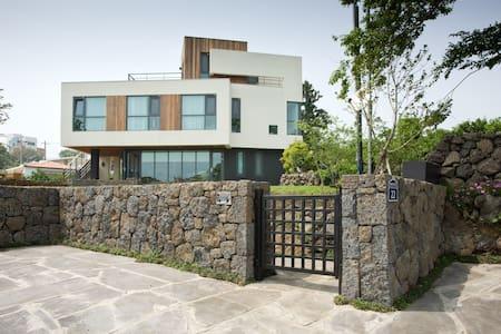 Jeju Nadulee B&B 3/3 제주나들이 비엔비입니다 - Beophwan-dong, Seogwipo-si - Casa