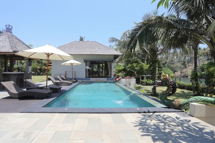 Private guest house, Balian beach