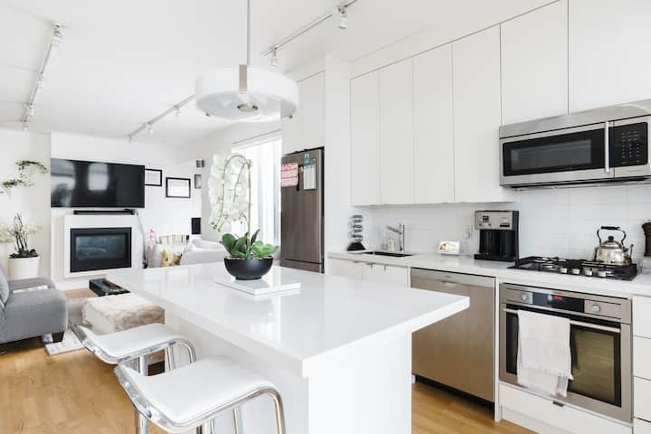 Beautiful Apartment in Little Italy, Downtown TO