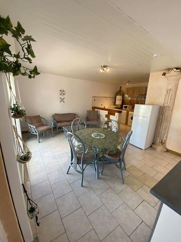 Maison avec deux chambres et petite terrasse