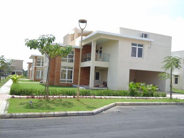 VILLA 47, AQUALILY, MWC - Singaperumal Koil - Villa