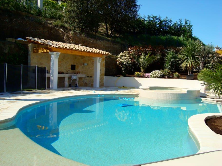 Villa de luxe au calme avec piscine houses for rent in for Nice hotel avec piscine